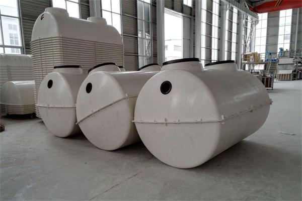 玻璃钢隔油池 产品介绍 玻璃钢隔油池是在传统油水分离池的基础上新开发出的一种高效、无动力油水分离装置,可将90%以上的废油回收再利用,既能有效地保护环境,又可大量节约运行费用,广泛适用【点击详情】